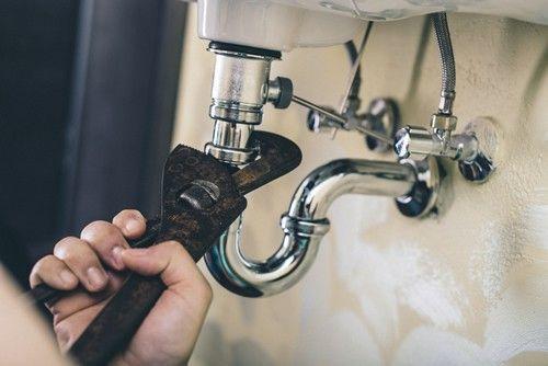 colmater une fuite d'eau au niveau d'un raccord